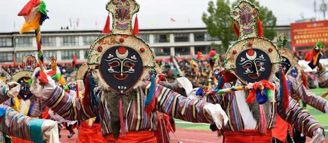 西藏日喀则第十六届珠峰文化旅游节开幕