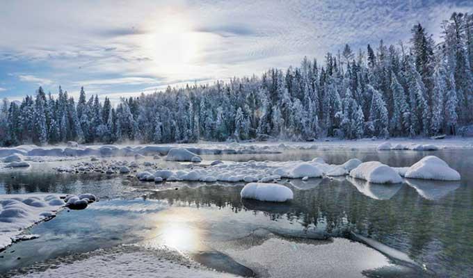冰雪中的喀纳斯河 多一份纯净多一分浪漫