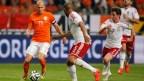 [高清组图]罗本1传1射范佩西伤退 荷兰2-0威尔士