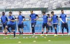 [高清图集]希腊队赛前训练 迎战哥伦比亚队