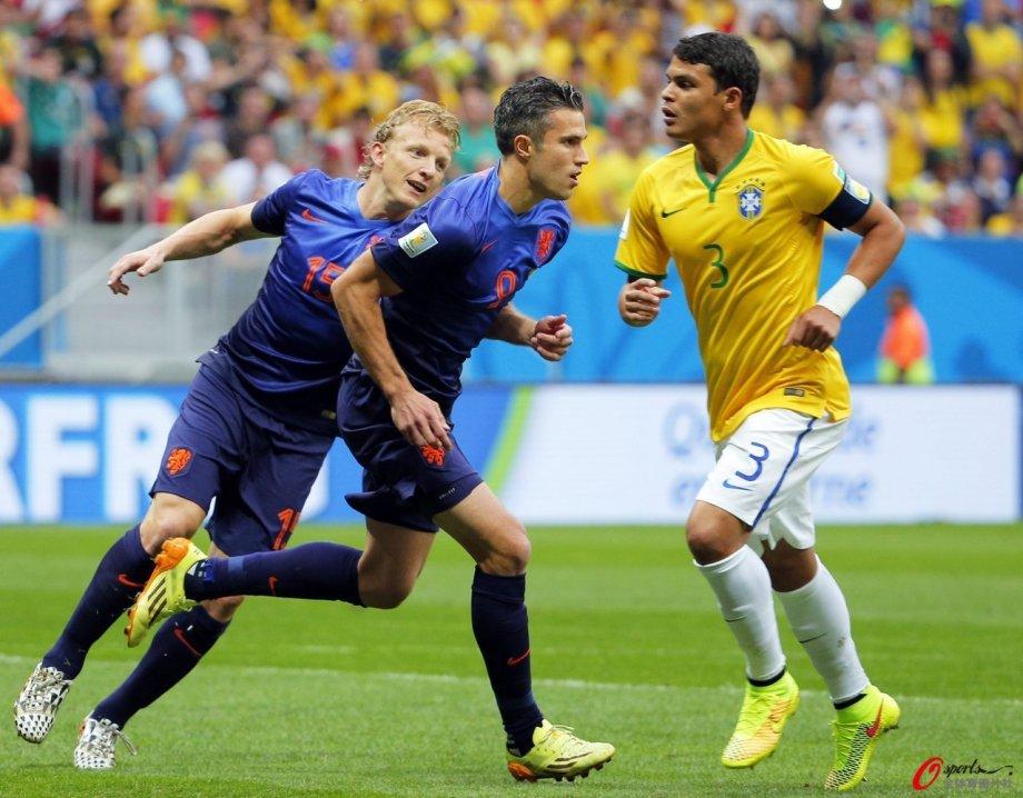 [高清组图]范佩西点球破门 荷兰大胜巴西荣膺季军
