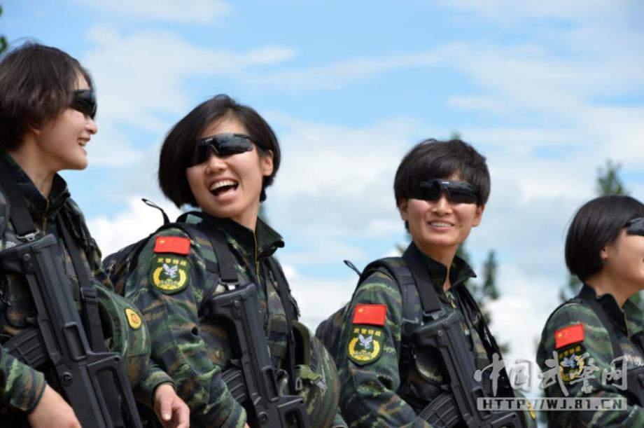 走近獵鷹突擊隊女子特警隊