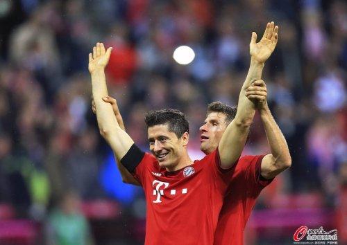 德甲-莱万9分钟狂轰五球 拜仁主场5-1逆转狼堡