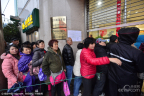 上海:邮迷通宵排队买猴票 最长排了8天7夜