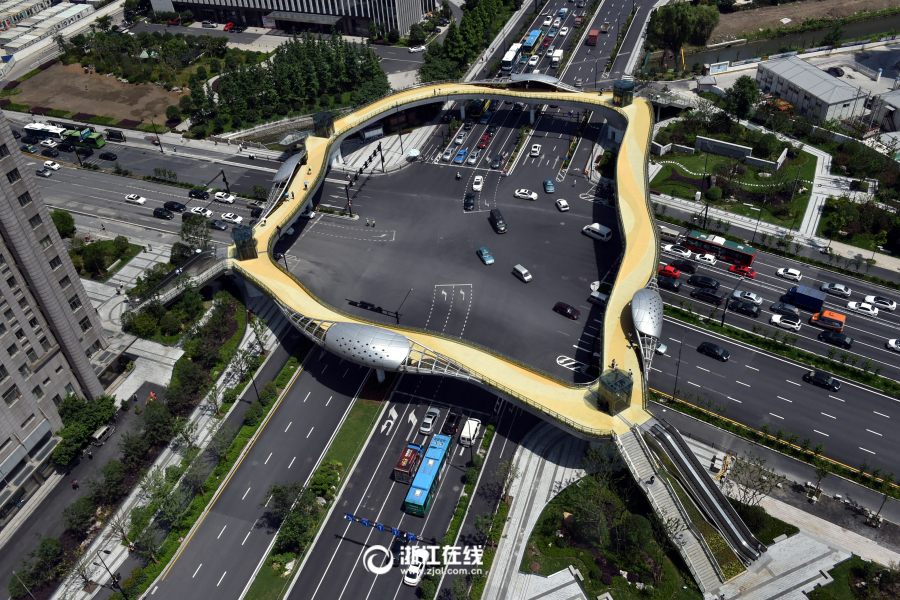 杭州首座仿树形天桥启用