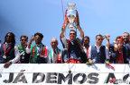 [高清组图]葡萄牙足球队举行胜利大游行