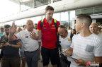 [高清组图]西班牙男篮抵达马拉加 加索尔备受追捧