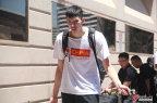 [高清组图]中国男篮抵达洛杉矶 队员略显疲惫