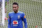 [高清组图]巴西国足备战奥运 内马尔与球迷互动