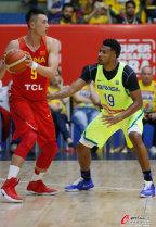 [高清组图]男篮热身赛:中国队频失误 不敌巴西
