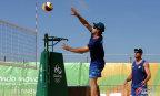 [高清组图]沙滩排球馆准备就绪 选手训练备战