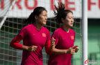 [高清组图]中国女足训练备战 队员未受失利影响