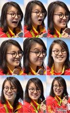 [高清组图]女子100米仰泳颁奖 傅园慧送表情包