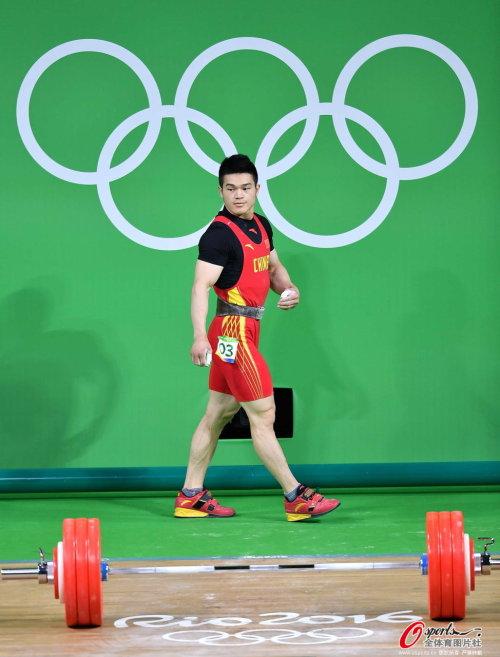 [高清优游品牌国际图]举重男人69千克级:石智勇夺冠
