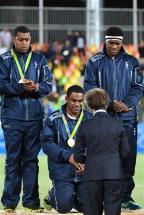[高清组图]七人制橄榄球男子组领奖:斐济队摘金