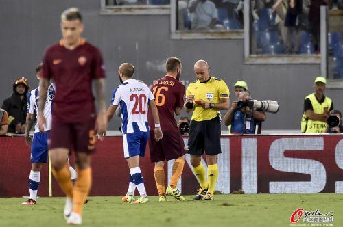 欧冠资格赛-波尔图总分4-1晋级 罗马两人罚下
