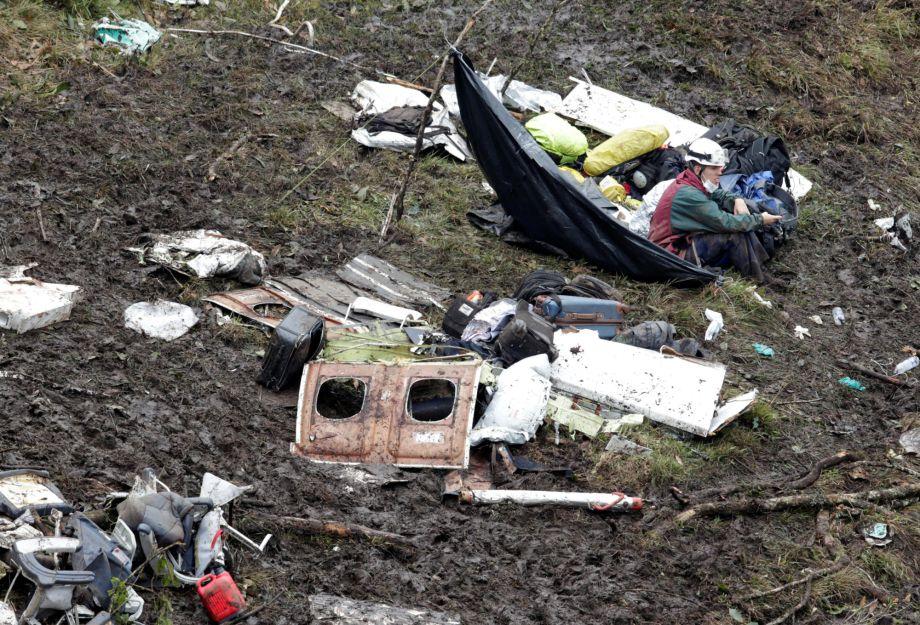 521fb39c6ed 2016年11月29日,南美洲哥伦比亚,巴甲球队沙佩科恩斯遭遇空难,救援 ...