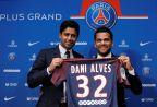 [高清组图]大巴黎召开发布会 正式签约阿尔维斯