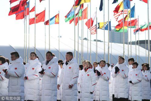 [高清组图]红旗飘扬!中国代表团举行升旗仪式