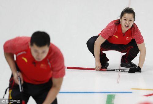 [高清组图]冬奥冰壶混双第5轮 中国队6-4战胜美国