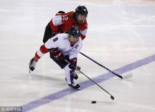 [高清组图]冬奥会女子冰球朝韩联队惨败瑞士
