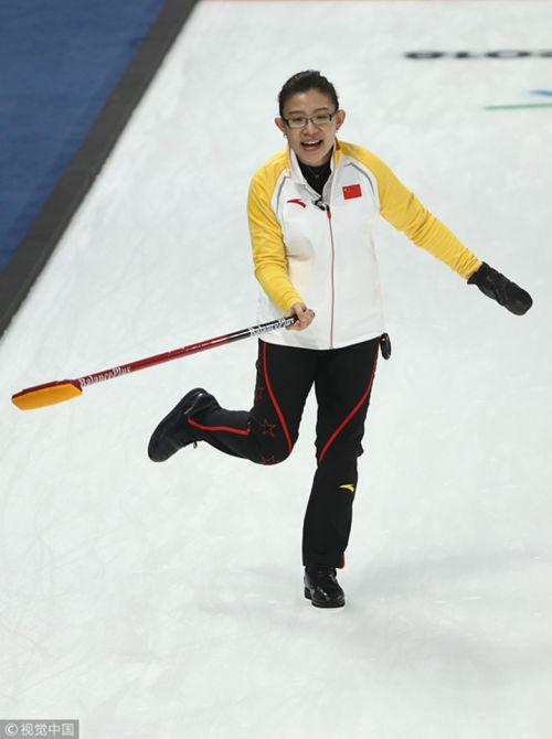 [高清组图]冰壶女子循环赛第十轮 中国胜加拿大