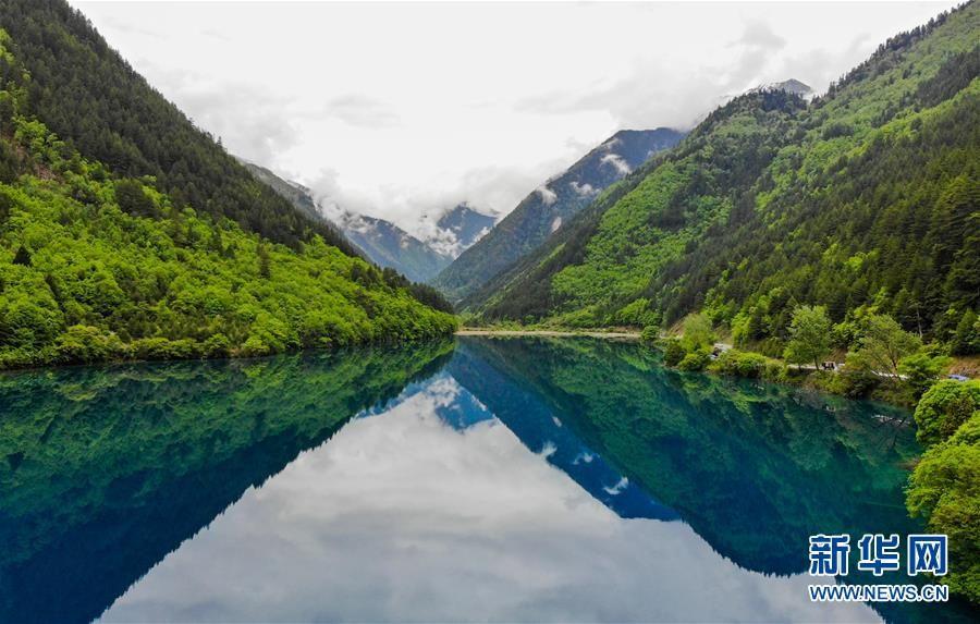 山水风景配美女图片动态全屏