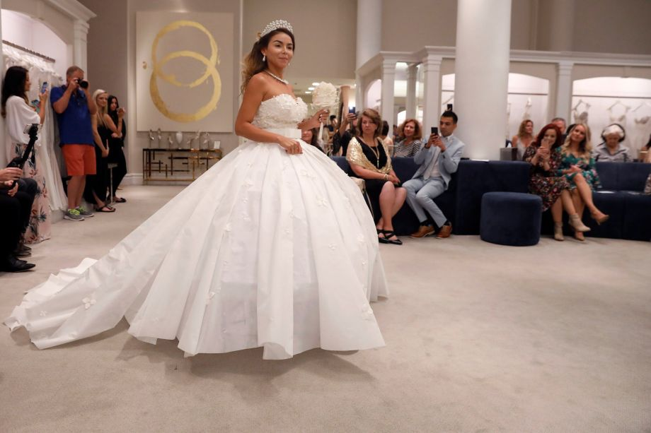 Designers Make Stunning Wedding Dress Out Of Toilet Paper Cctv