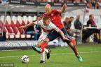 [高清组图]德甲:莱万穆勒连场破门 拜仁3-0创纪录