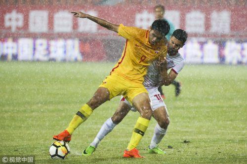 [高清组图]暴雨中断比赛 U21国青1-1塔吉克