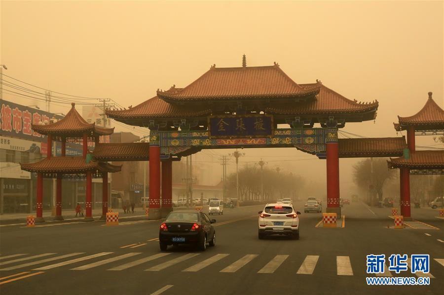 张掖市出现沙尘天气 漫天黄尘