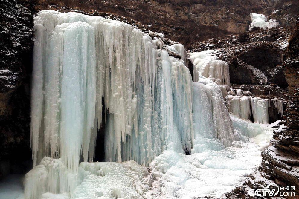 青海南门峡国家湿地公园现绝美冰瀑景观