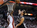 <a href=http://sports.cntv.cn/2013/06/22/VIDE1371872882233185.shtml target=_blank><font color=#a9e2f3>[NBA]总决赛Ⅲ微电影:格林尼尔三分雨浇灭热火</font></a>