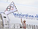 [综合]东京都知事携奥林匹克会旗顺利抵达东京