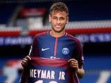[国际足球]内马尔正式亮相巴黎王子公园球场