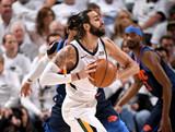 [NBA]卢比奥转移球直击篮下 戈贝尔转身暴扣