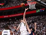 [NBA]卢比奥分球 英格尔斯强突上篮打成2+1