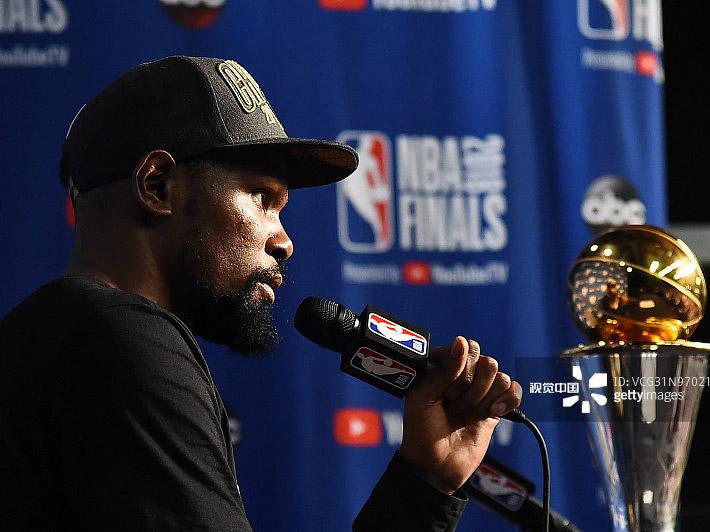 [NBA]凯文-杜兰特荣获总决赛最有价值球员