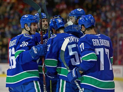 [NHL]常规赛:卡尔加里火焰3-4温哥华加人 比赛集锦