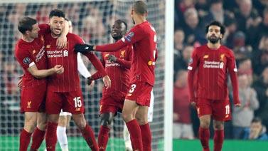 [圖]悍腰進球薩拉赫助攻張伯倫 利物浦2-1領跑