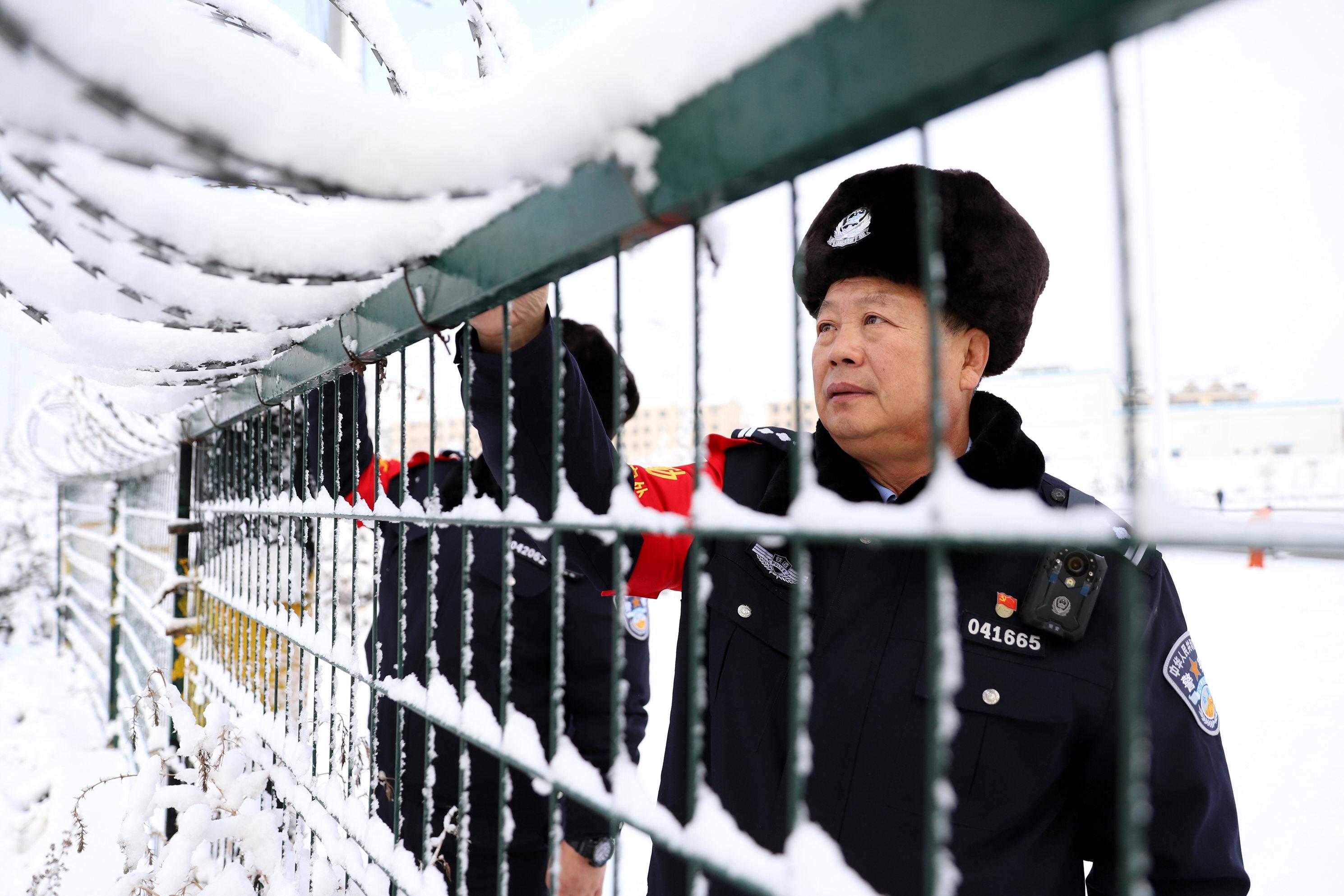 战严寒 斗风雪 保安全 各地铁路公安机关全力做好雨雪天气下秩序维护工作