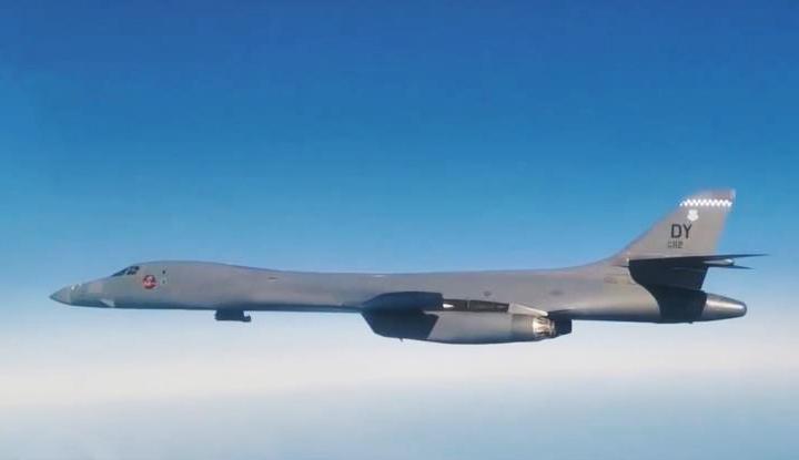 《今日关注》 20200917 轰炸机模拟对俄打击 六代机试飞 美争霸空天?