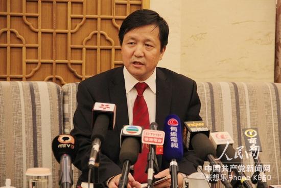 张新_十八大代表,新疆特变电工董事长张新接受记者采访