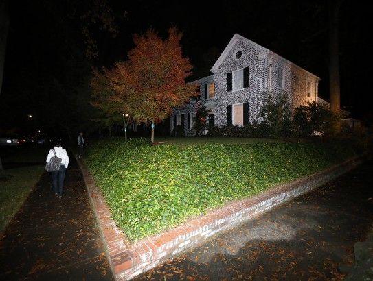 美国中央情报局(CIA)局长彼得雷乌斯近日因婚外情曝光,被迫辞职。11月12日晚10时,美国联邦调查局(FBI)特工已在他情妇的住所进行了搜查。