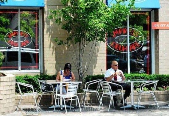 美国人有时很无聊,晒太阳喝咖啡就满足了