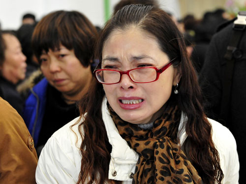 闻讯起来的黄升的班主任老师悲痛欲绝,她说黄升是她最喜欢的学生,遇到危险和困难总是冲在前头