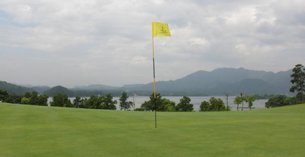江西新余仙女湖国际乡村俱乐部占地近五千亩,配套高尔夫会所、五星级酒店等开发经营。