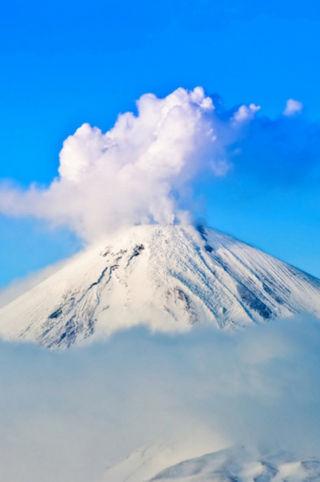 与岩浆火焰共舞 爬上世界恐怖火山练练胆