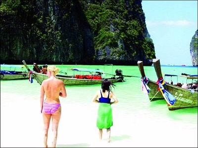 她们毫不遮拦地享受着日光浴_心,遗留在了普吉岛_乐途旅游网