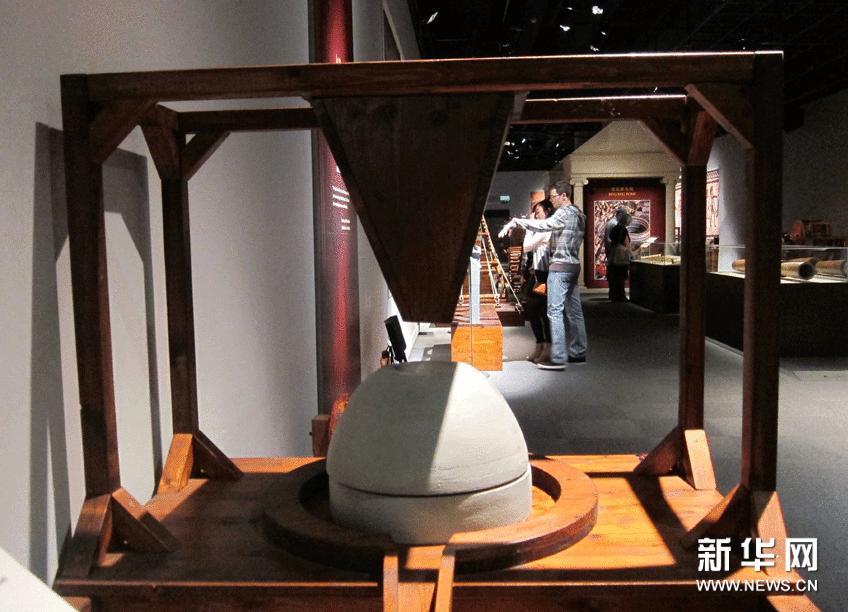这是在香港科学馆展出的古罗马的研磨机(1月23日摄)。